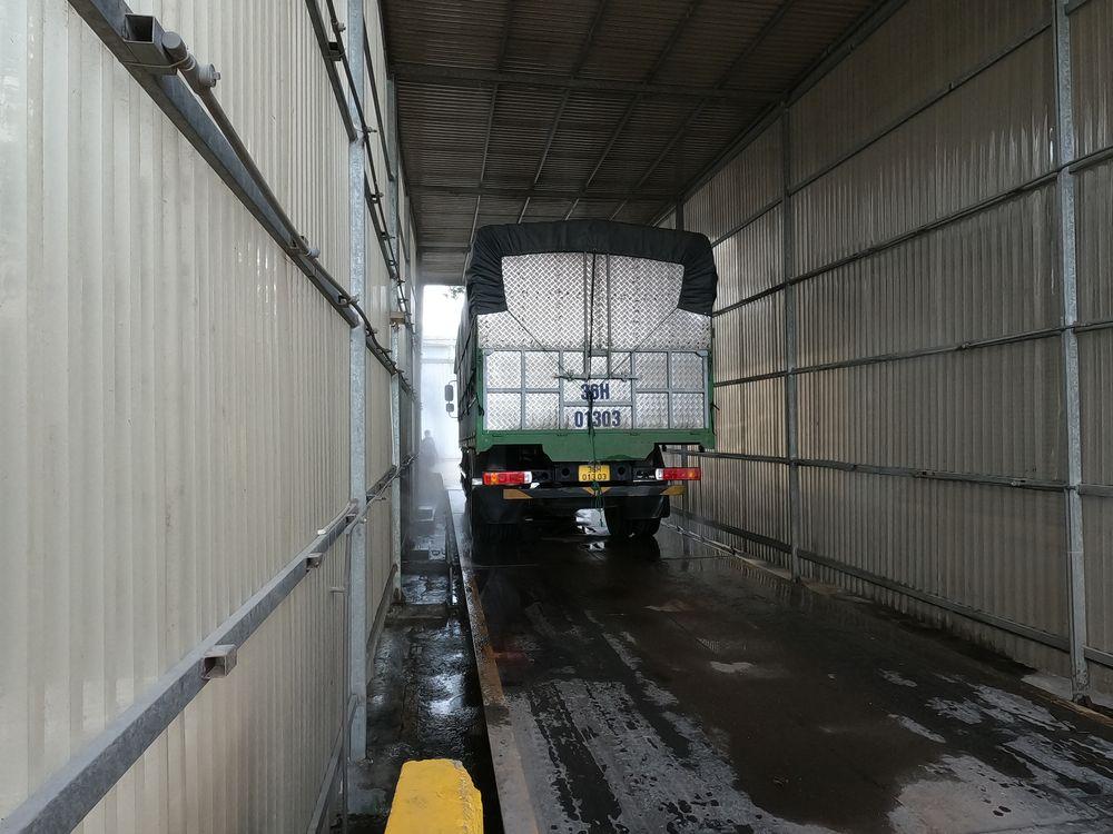 Với xe vận tải lớn, hệ thống khử khuẩn sẽ làm việc kỹ lưỡng hơn.